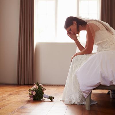 mariage-mariee-tristesse-bouquet-seule