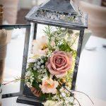 Une lanterne fleurie pour votre décoration de mariage