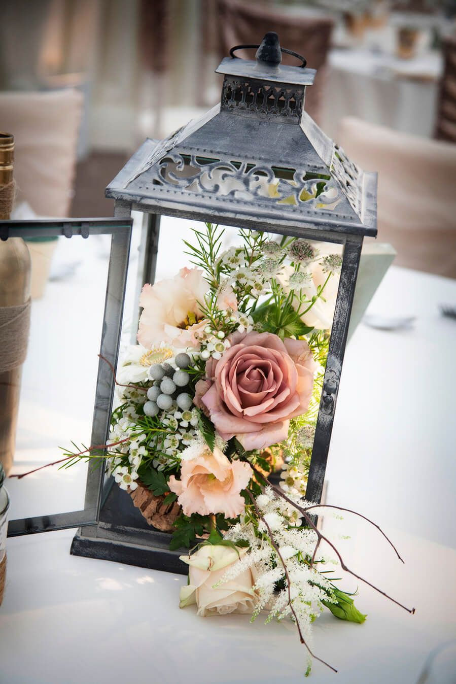 Une lanterne fleurie en centre de table Héra